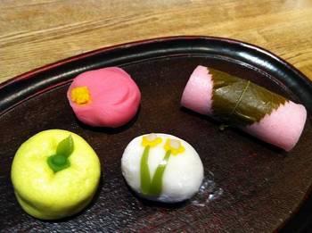 s-煉切(梅)・雪平(水仙)・桜餅.jpg